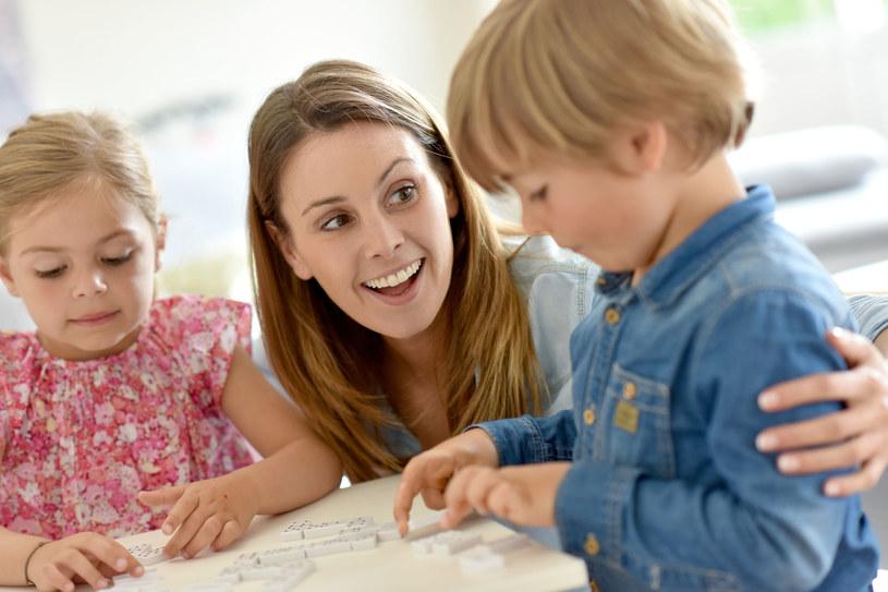 Opiekuńcze mamy wspomagają pracę mózgu dzieci /©123RF/PICSEL