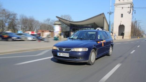 Opisywany egzemplarz jest bezwypadkowy. Oryginalna atrapa została uszkodzona w garażu – zastąpiła ją inna z Vauxhalla – jest tańsza od oryginalnej. /Motor