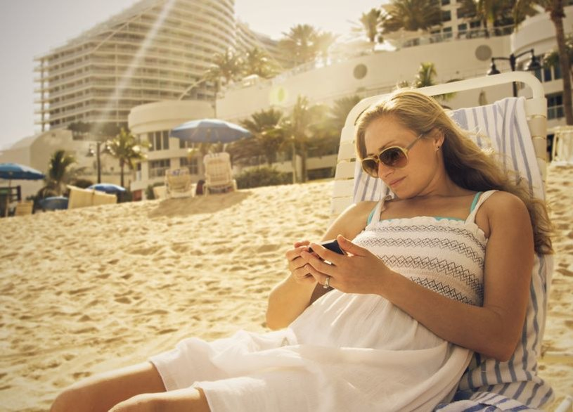 Opłaty roamingowe będą spadać stopniowo /©123RF/PICSEL