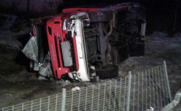 Opolskie: Wóz strażacki wpadł w poślizg, 4 strażaków rannych