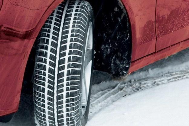 Opony zimowe najlepiej spisują się na śniegu. Ale listopad może być ciepły... /