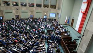 Opozycja krytycznie o programie 500 plus. Debata w Sejmie