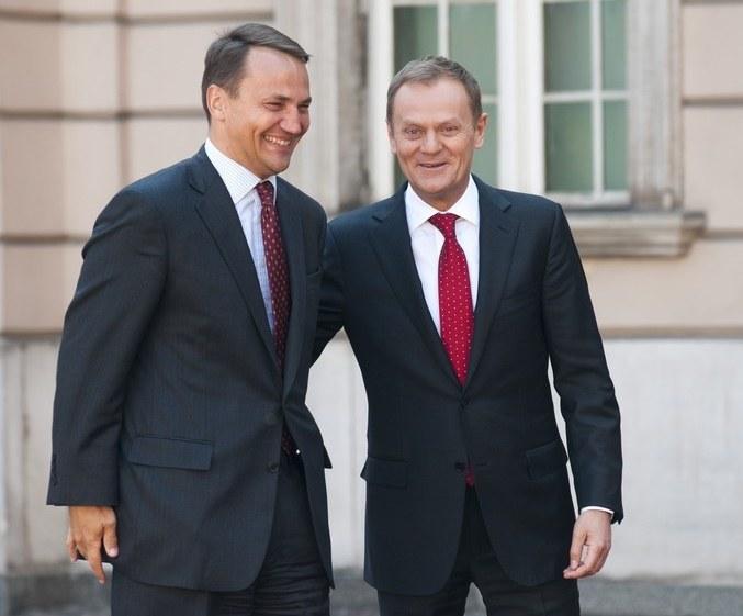 Opozycja krytykuje rząd. Na zdjęciu Donald Tusk i Radosław Sikorski /Witold Rozbicki /Reporter