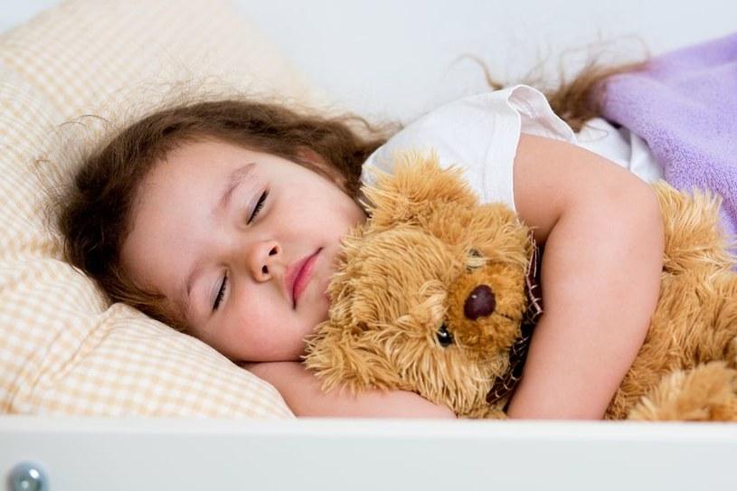 Opracowano książkę, która wykorzystuje techniki psychologiczne do usypiania dzieci /123RF/PICSEL