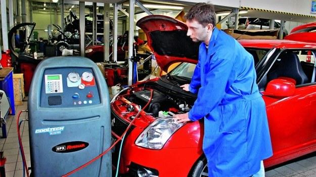 """Oprócz """"nabicia klimatyzacji"""" okresowy przegląd powinien obejmować także kontrolę działania układu. /Motor"""