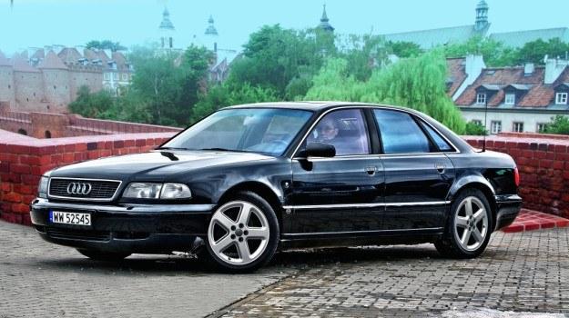 Optymalna konfiguracja pod względem wygody i niezawodności: Audi A8 z silnikiem 4.2 V8 i napędem quattro. /Motor
