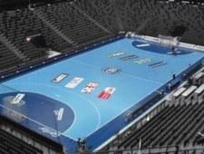 Organizatorom mistrzostw Europy grozi kompromitacja. Wideo