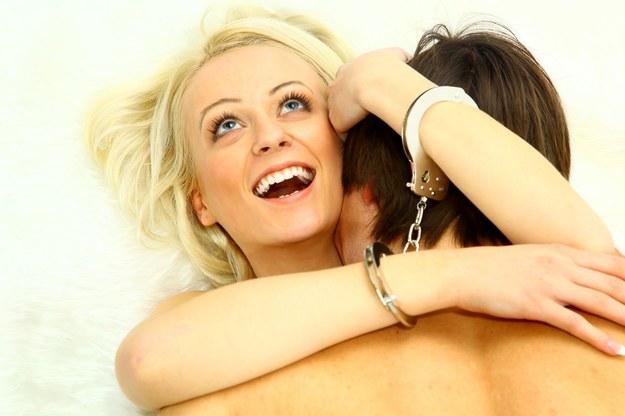 Orgazm można zapewnić kobiecie na wiele sposóbów. Nie martw się na zapas! /©123RF/PICSEL