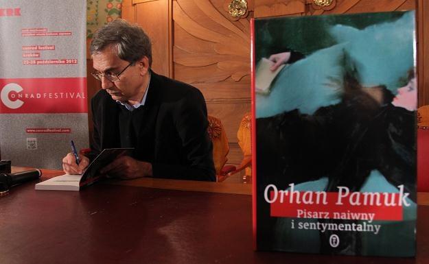 Orhan Pamuk, laureat literackiej Nagrody Nobla, podczas spotkania w Krakowie/fot. Jacek Bednarczyk /PAP