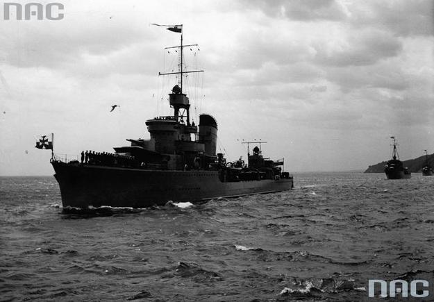 """ORP """"Błyskawica"""" w czasie obchodów Święta Morza w Gdyni w 1938 roku /Z archiwum Narodowego Archiwum Cyfrowego"""