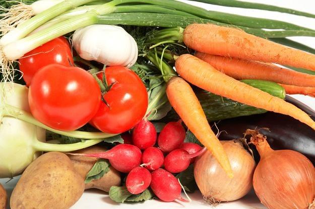 Ortorektycy nie chcą jeść nawet warzyw i owoców, bo w nich też mogą być metale ciężkie i pestycydy /© Panthermedia