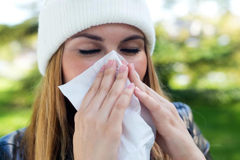 Osoby chore są dla nas automatycznie mniej atrakcyjne /123RF/PICSEL