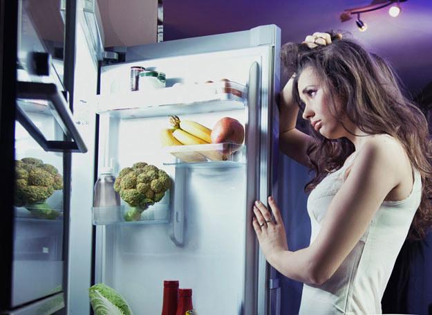 Osoby otyłe często cierpią na zaburzenia lękowe i depresyjne /123RF/PICSEL