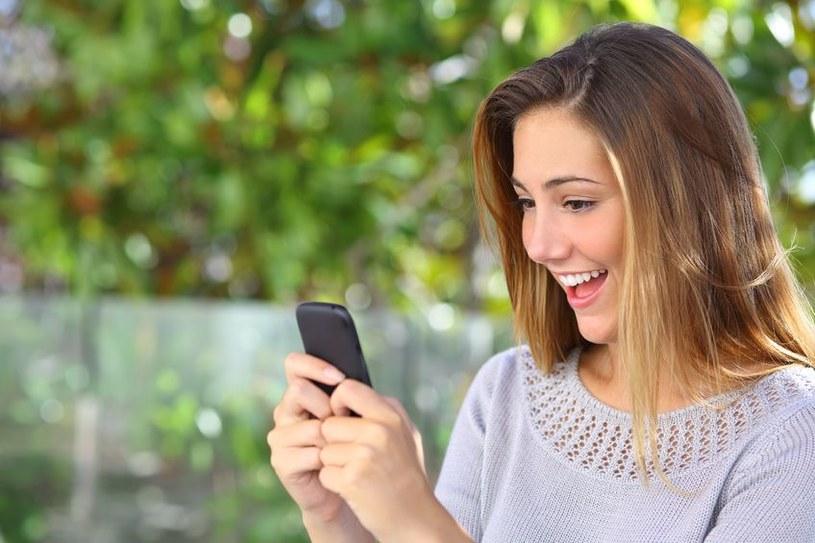 Osoby uzależnione od telefonu mają skłonności do zapominania o ważnych rzeczach /©123RF/PICSEL