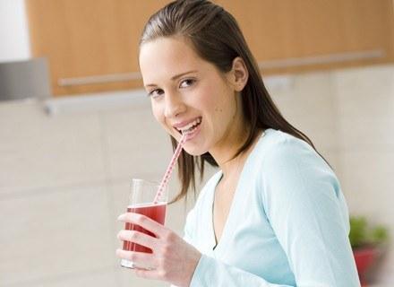 Osoby z chorobami nerek powinny zrezygnować z mrożonej herbaty.