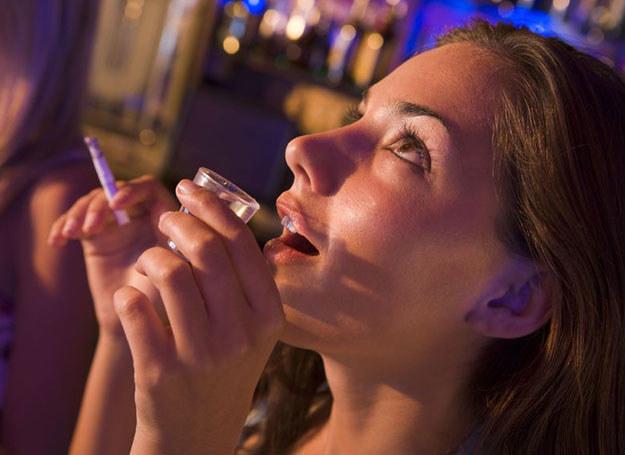 Osoby z nadwagą wykazywały 40% większe prawdopodobieństwo wystąpienia u nich bólu głowy /©123RF/PICSEL