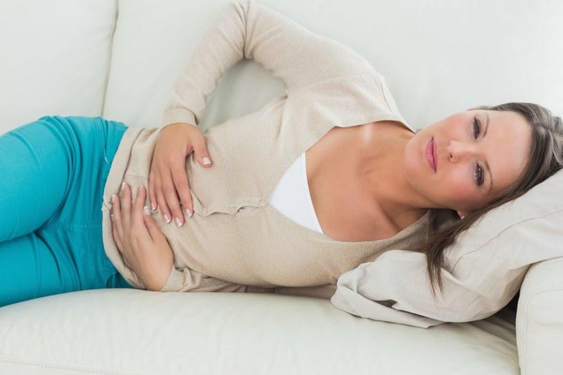 Ostra infekcja żołądkowo-jelitowa to przede wszystkim gwałtowne wymioty i biegunka /©123RF/PICSEL