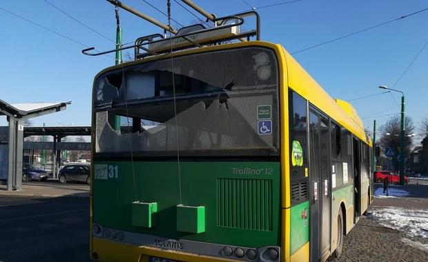 Ostrzelany trolejbus w Tychach. Policja szuka sprawcy