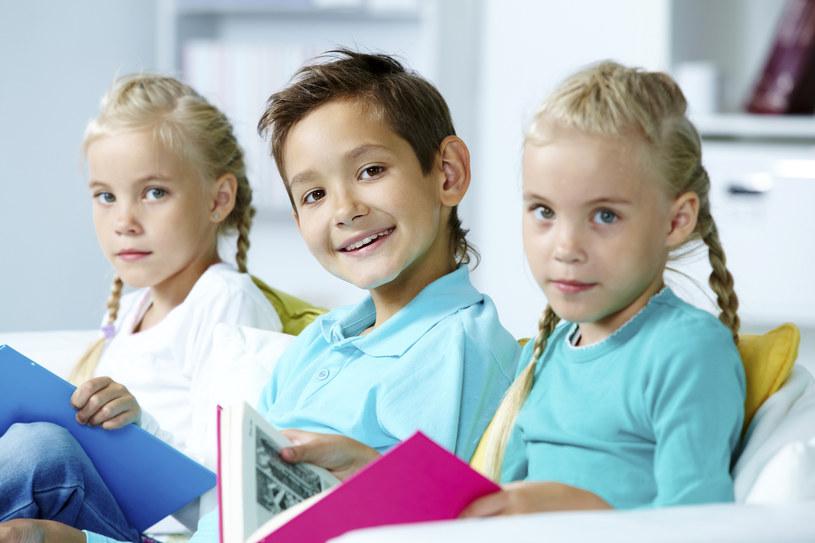 Oszczędzaj z myślą o dzieciach /© Glowimages