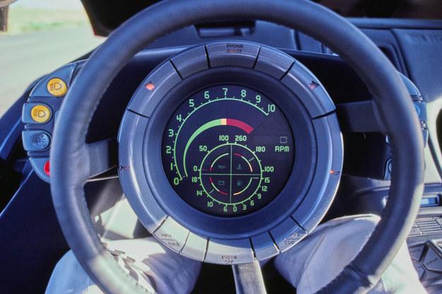 Oto, co widzi kierowca pojazdu Wildcat. Zasadnicze informacje nadchodzą ze środka koła kierownicy. /Buick
