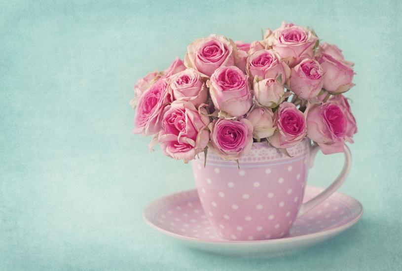 Oto propozycja wyeksponowania kwiatów  w salonie /Picsel
