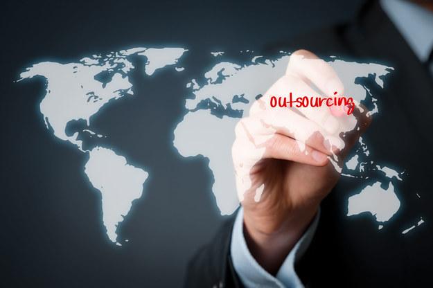 Outsourcing w sektorze IT hamuje odpływ informatyków z polskiego rynku /123RF/PICSEL