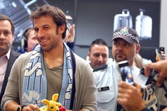 Owacyjne powitanie Del Piero na australijskim lotnisku
