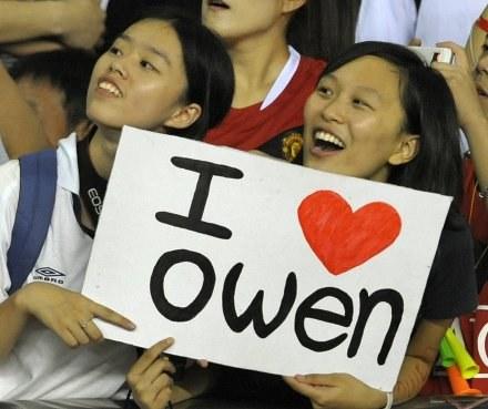 Owen na wierne fanki także w Chinach. /AFP