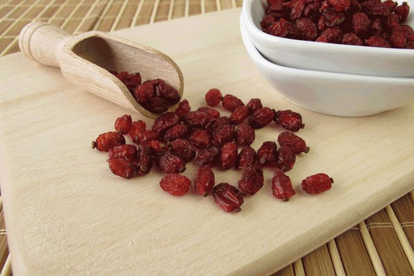Owoce berberysu zawierają mnóstwo witaminy C /123RF/PICSEL