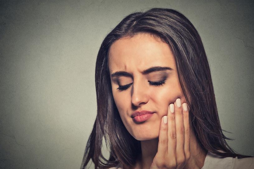 Owrzodzenia jamy ustnej mogą skutecznie uprzykrzyć nam życie /©123RF/PICSEL