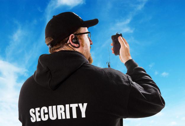 Ozusowanie umów-zleceń podbije ceny usług ochroniarzy o 25 procent /123RF/PICSEL
