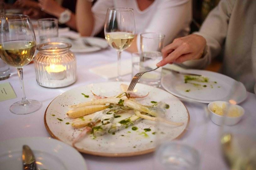 P:odczas kolacji można spróbować potraw przygotowywanych tradycyjnymi, często zapomnianymi, metodami /materiały prasowe