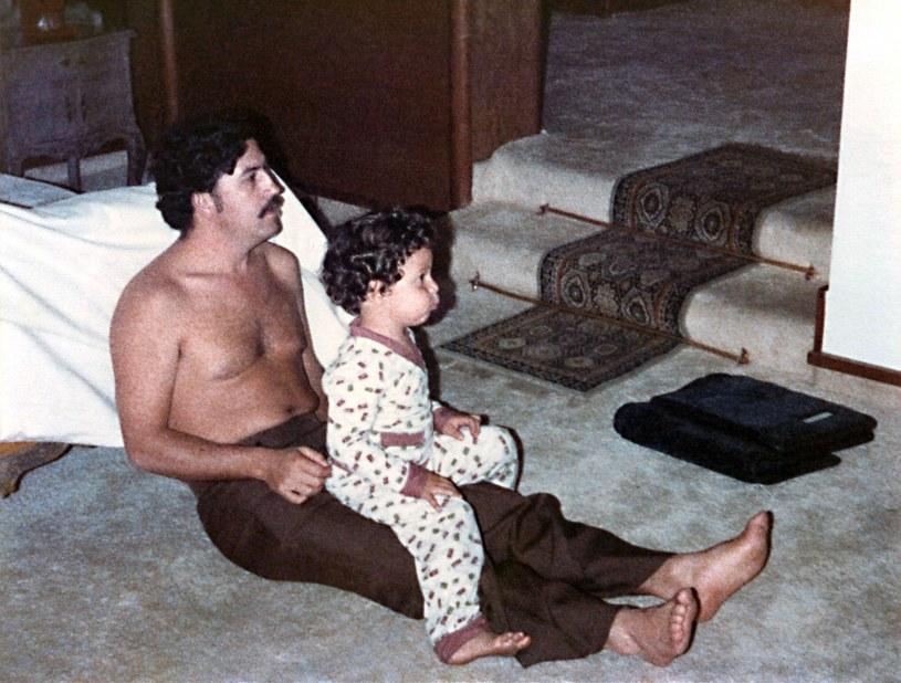 Pablo Escobar z synem, ok. 1980 roku. Juan Pablo Escobar: Mój ojciec był dla nas czuły i troskliwy /Everett Collection /East News