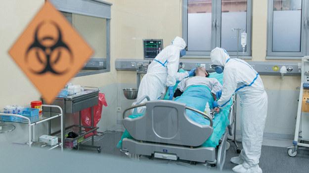 Pacjent z podejrzeniem zakażenia wirusem ebola trafi na szpitalny SOR w odcinku, który zostanie wyemitowany 23 lutego! /TVN