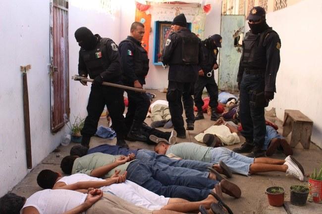 Pacyfikacja więzienia w Iguala /PAP/EPA/JOSE LUIS DE LA CRUZ /PAP/EPA