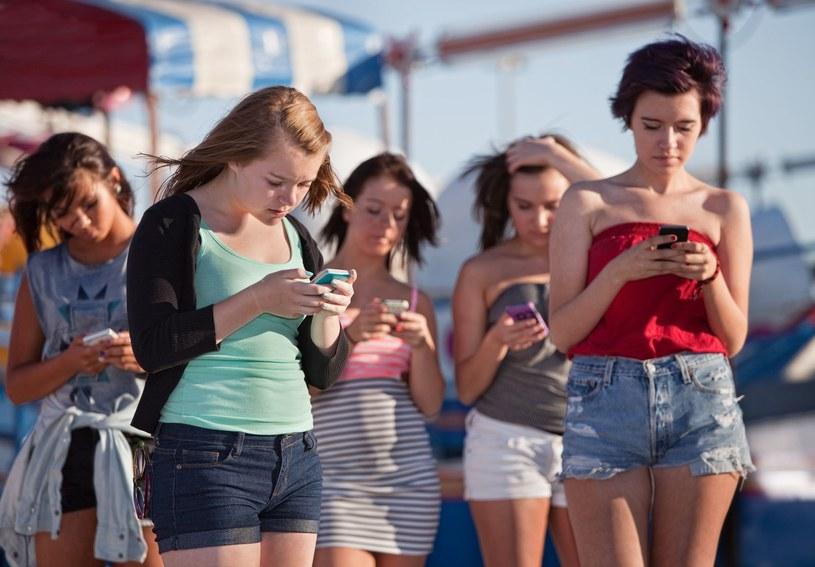 """""""Pakiet 1000 SMS-ów do wszystkich sieci"""" - nowa promocja Orange /©123RF/PICSEL"""