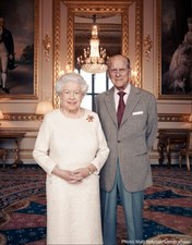 Pałac Buckingham opublikował nowe zdjęcie królowej Elżbiety II i księcia Filipa