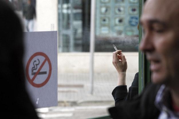 Palenie papierosów może być bardzo kosztowne... /AFP