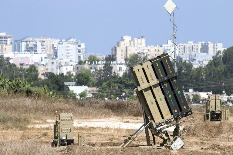 Palestyńczycy ze Strefy Gazy wystrzelili 20 rakiet, z czego 9 spadło na terenie Izrael /AFP