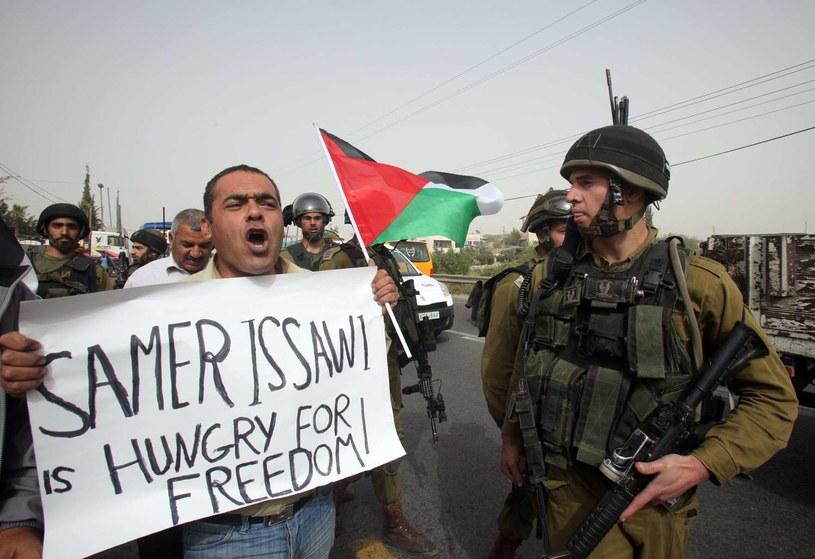 Palestyński więzień po ośmiu miesiącach przerwał strajk głodowy. /HAZEM BADER /AFP