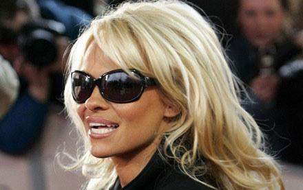 Pamela Anderson zniszczyła ukochane ferrari swojego męża /AFP