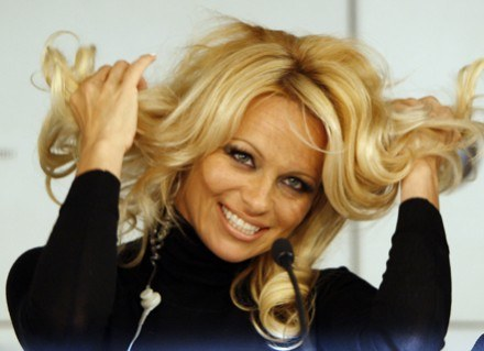 Pamela Anderson znowu wolna /AFP