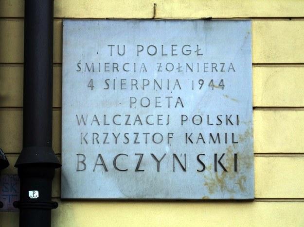 Pamiątkowa tablica w ścianie Pałacu Blanca w Warszawie/fot. K. Chojnacki /East News