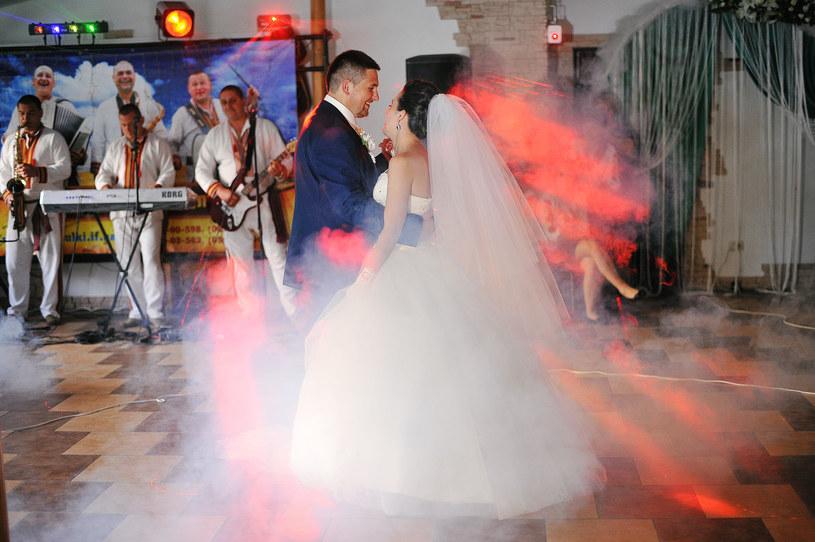 Pamiętajcie, że wesele to impreza, na której bawią się różne pokolenia /©123RF/PICSEL