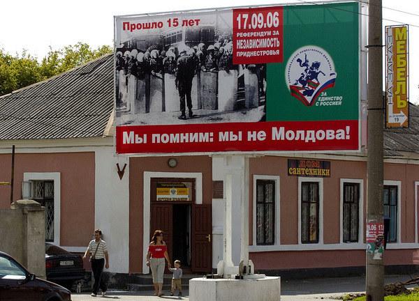 """""""Pamiętamy: Nie jesteśmy Mołdawią"""" - głosi hasło na tyraspolskim billboardzie /AFP"""