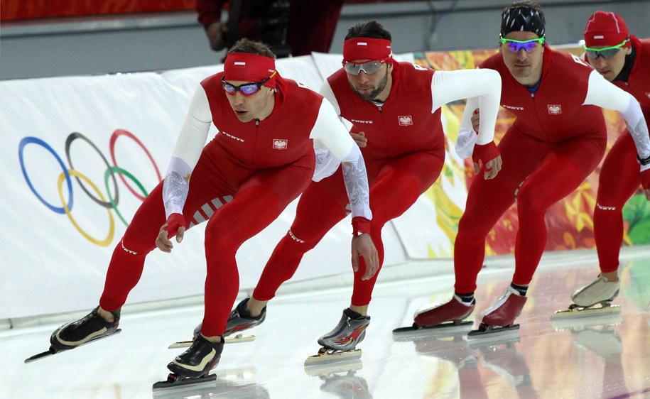 Panczeniści (od lewej) Zbigniew Bródka, Konrad Niedżwiedzki, Jan Szymański i Sebastian Druszkiewicz podczas treningu /Grzegorz Momot /PAP