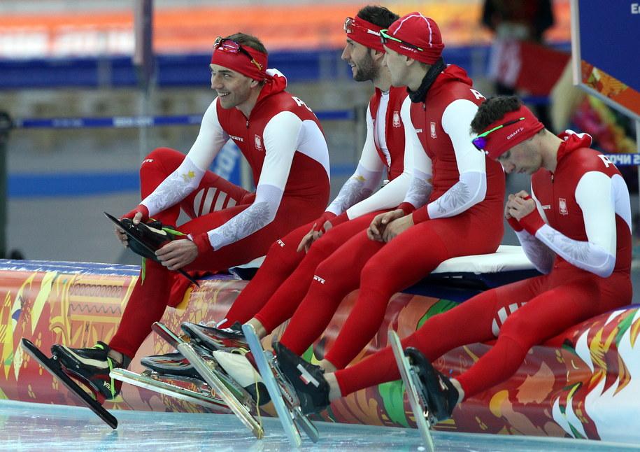 Panczeniści (od lewej) Zbigniew Bródka, Konrad Niedźwiedzki, Jan Szymański i Sebastian Druszkiewicz w przerwie treningu /Grzegorz Momot /PAP
