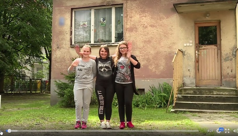 Pani Lidia z córkami /Polsat