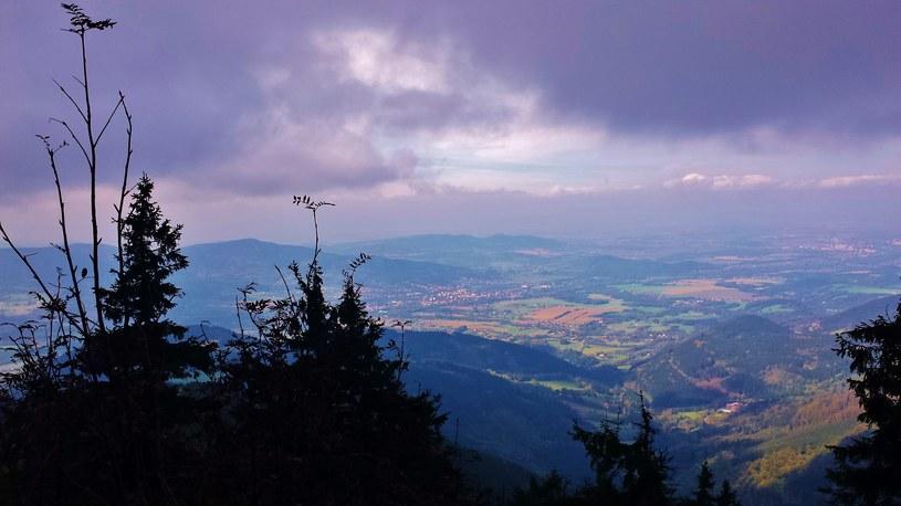 Panorama ze szczytu Łysej Góry /Grzegorz Skrzypak /materiały prasowe