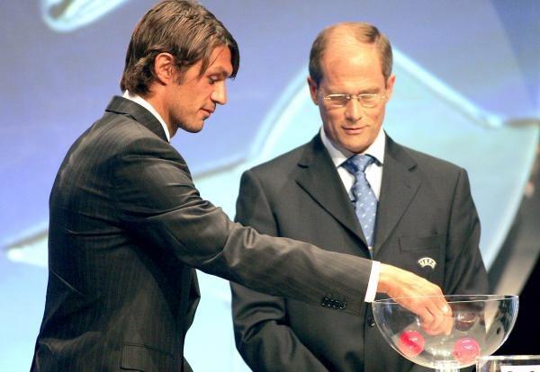 Paolo Maldini pomagał w trakcie losowania /AFP